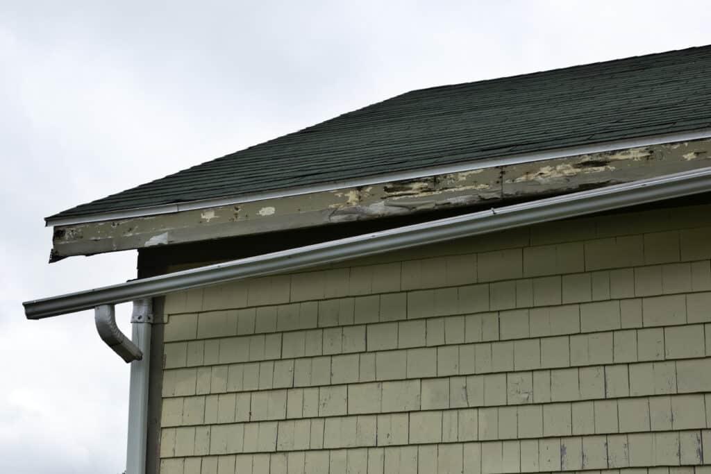 broken roof gutter